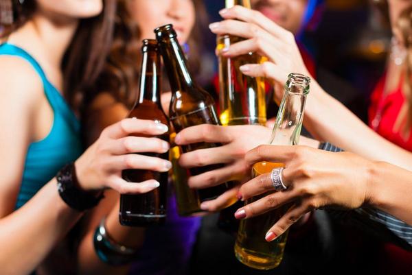 Drinking  Kzenon   Shutterstock com